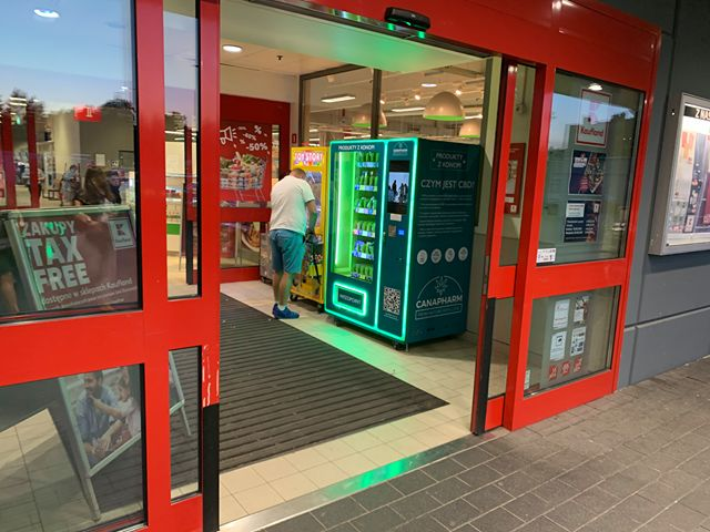 Canapharm, automat konopny - fot. spółka